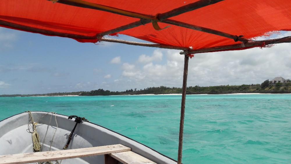 Met een bootje naar de blue lagoon (Zanzibar) om te snorkelen.
