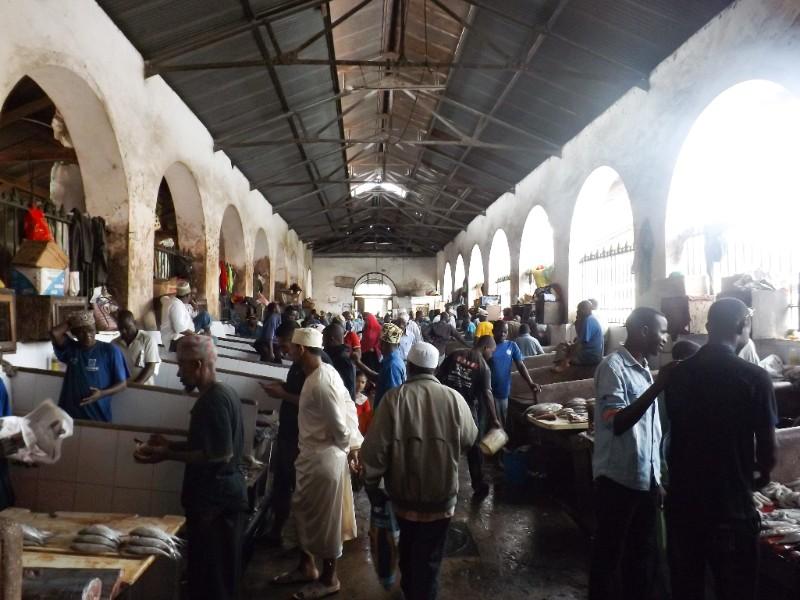 De vismarkt van Stone Town