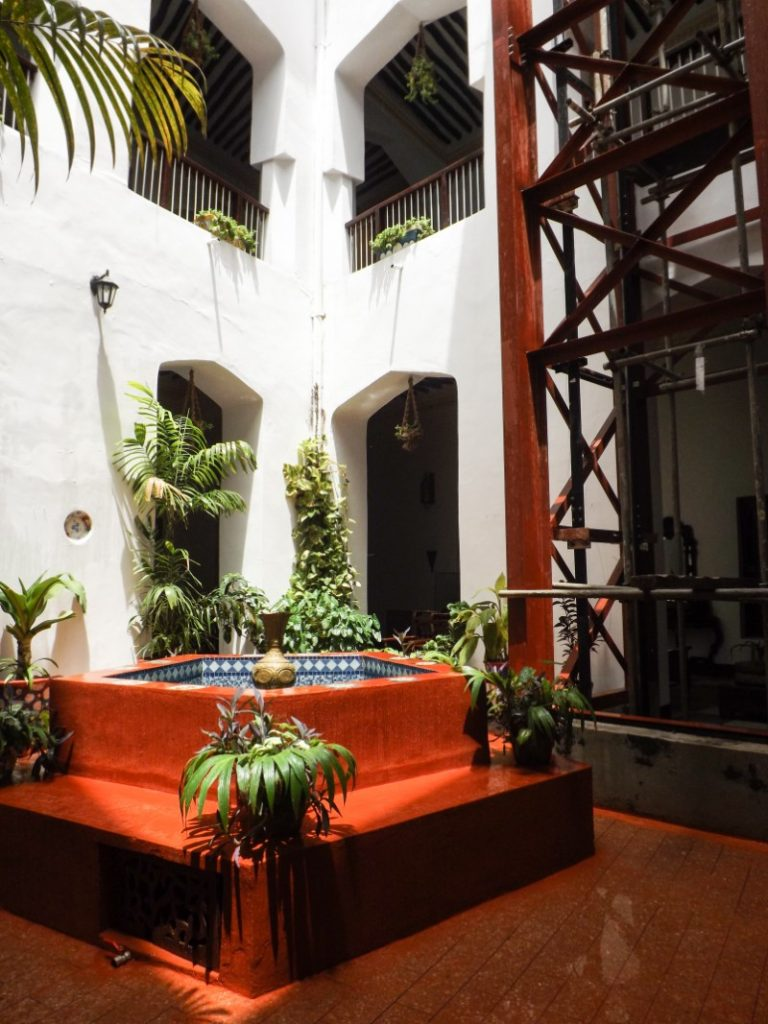 Spring lekker in bad in het Dhow Palace hotel