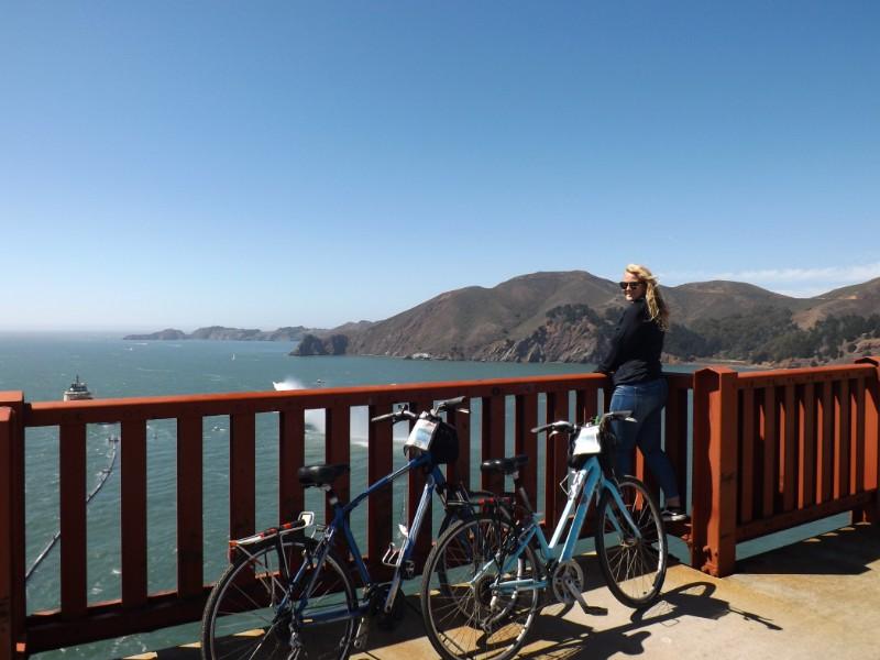 Annemarie op de Golden Gate Bridge