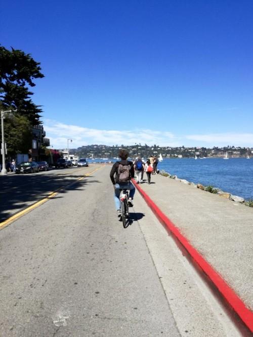 Robert fietst door Sausalito