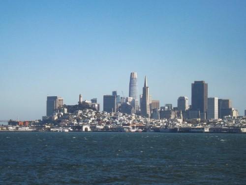 De skyline van San Francisco in de verte