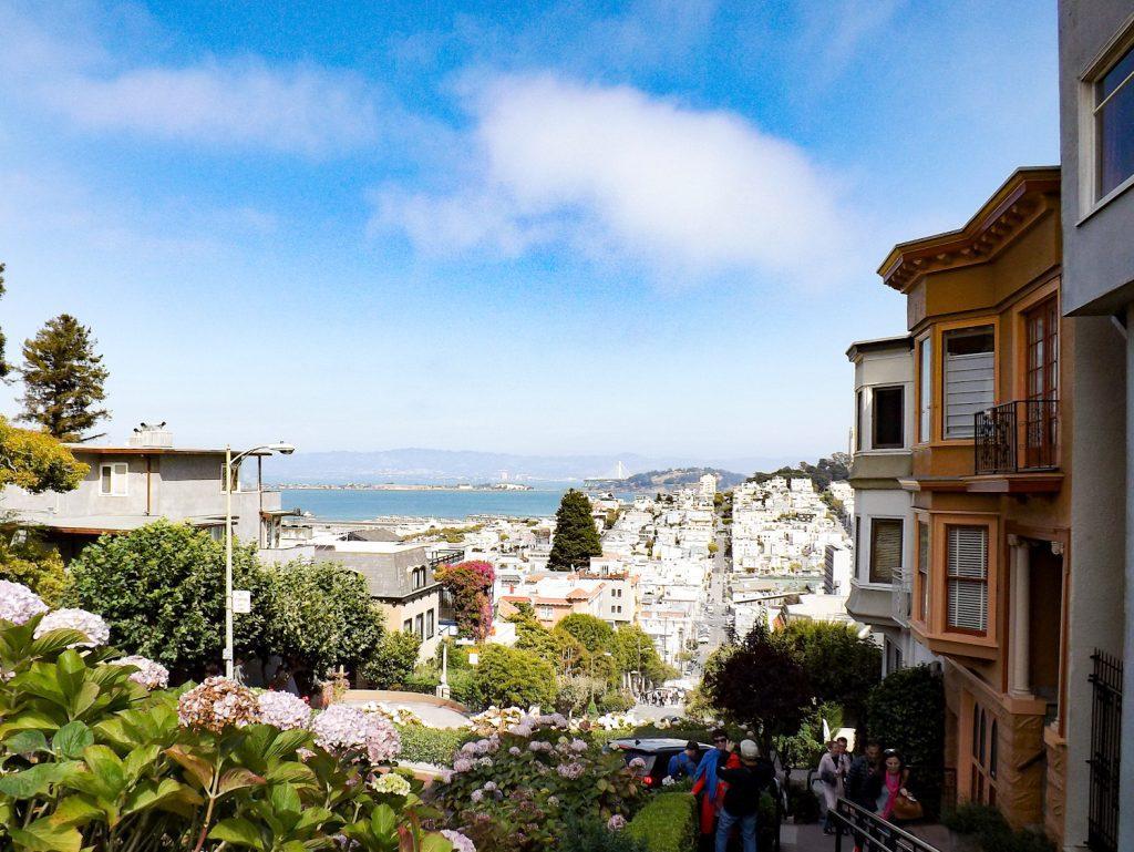 Uitzicht vanaf Lombard Street in San Francisco