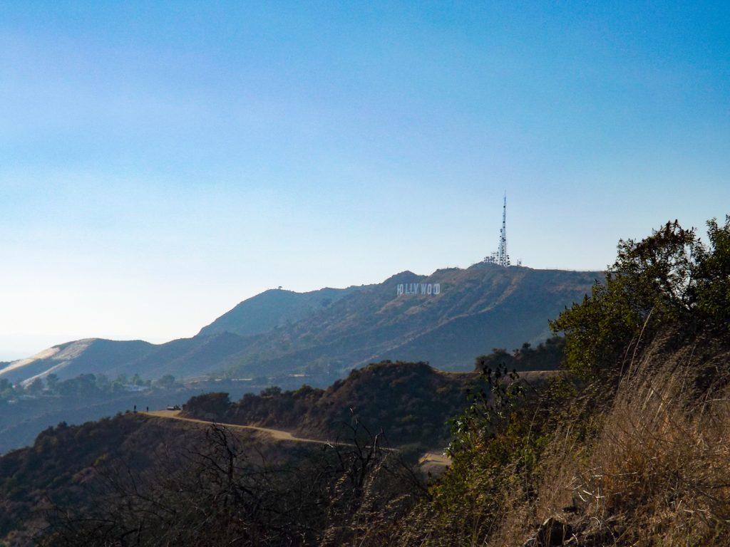 De Hollywood Sign in de verte