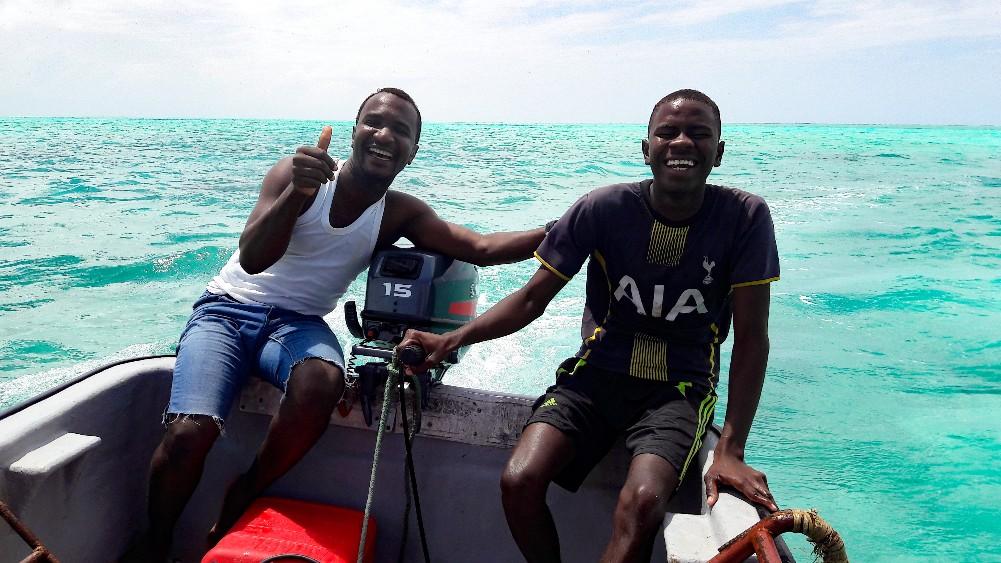 Onze gids en bestuurder van de boot