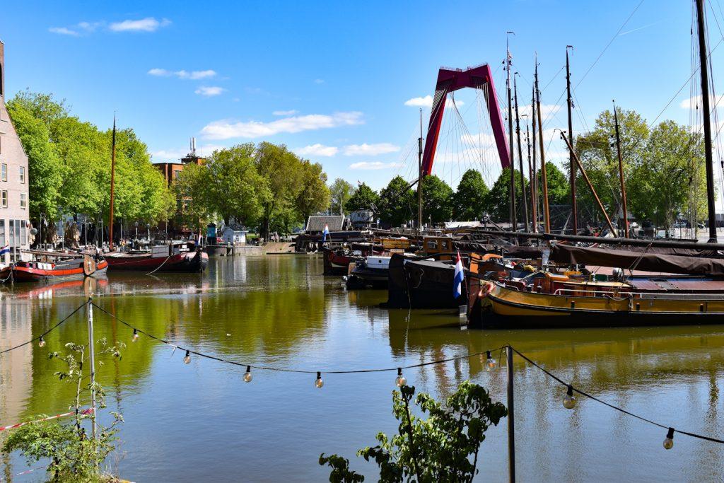 De Oude Haven met op de achtergrond de Willemsbrug