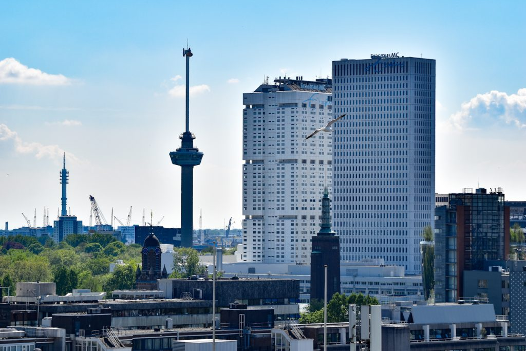Uitzicht op de Euromast en het Erasmus MC