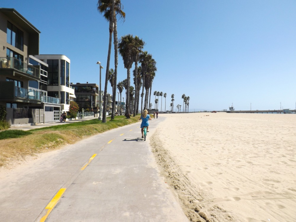 Hoe gaaf is dat. Met de beachcruisers langs Venice Beach