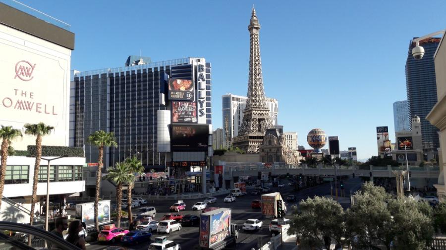 Een druk kruispunt in Las Vegas